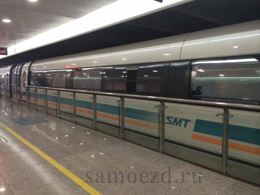 Поезд на магнитной подушке Маглев в Шанхае